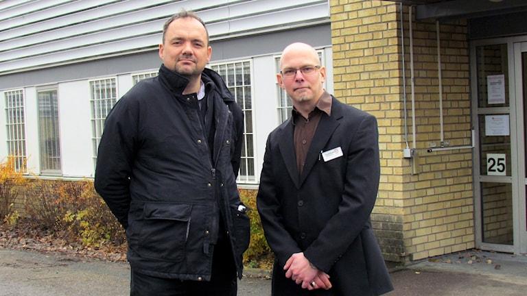 Magnus Agestav och Alexander Linidström vid Funktionsrätt Västmanlands kansli.