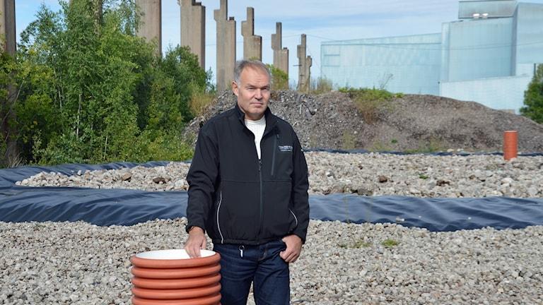 Miljöinspektör Lars Gråbergs vid provtagningsytor på Norra industriområdet i Fagersta.