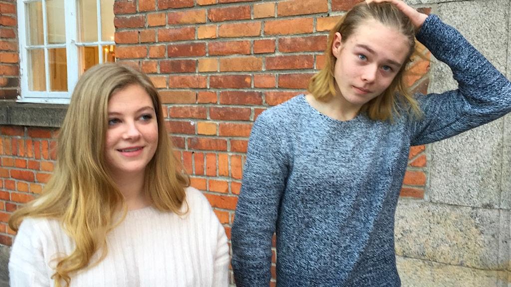 Saga och Dennis, elever på Karlbergsskolan i Köping.