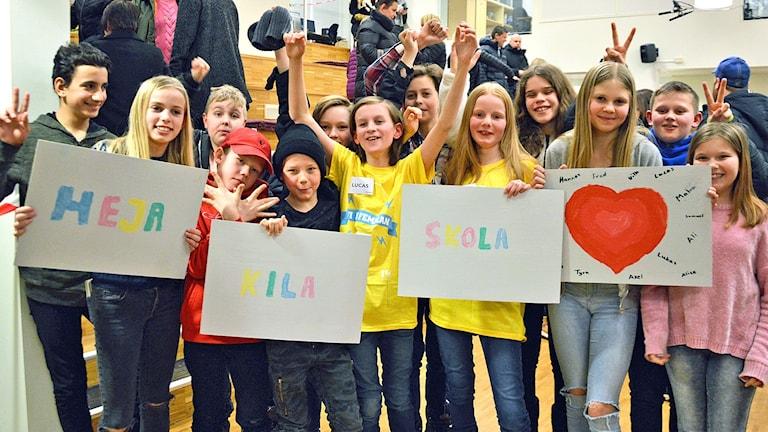 Kila skola från Sala jublar över segern.