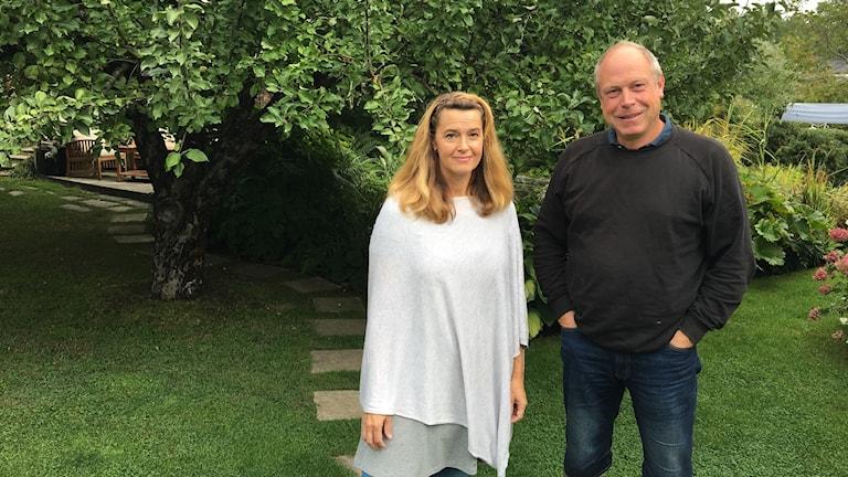 Trädgårdsmästare Per Bürger och lyssnaren Malin Sjögren.