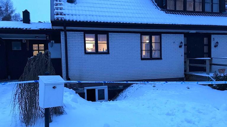 Någon försökte anlägga en brand på ett HVB-hem för ensamkommande flyktingungdomar i Hallstahammar.