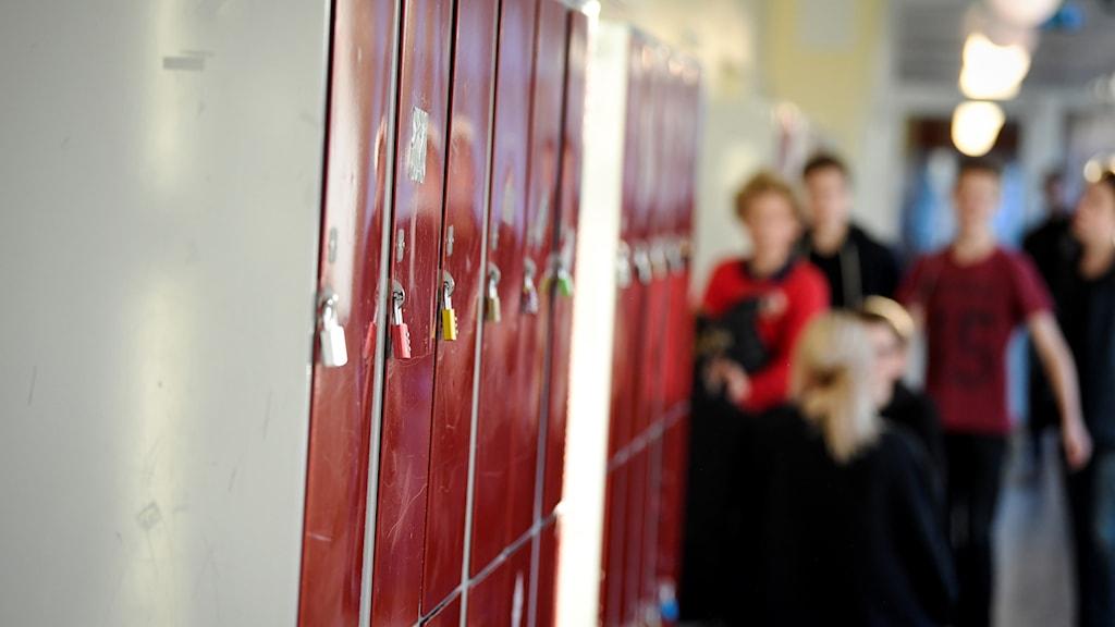 Elever i korridor
