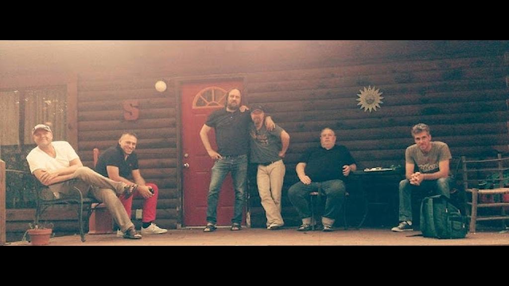"Anders Härdevik, Denis Tajic, Jim Uusikartano, Henric Andersson, Stefan ""Steppen"" Andersson och Magnus Nilsson i Counntry Circus"
