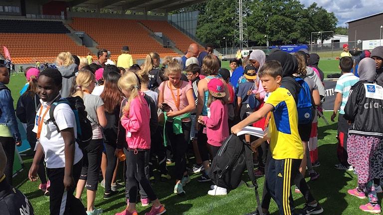 Det var många barn som ville träffa OS-stjärnorna, som är bakom alla barn.