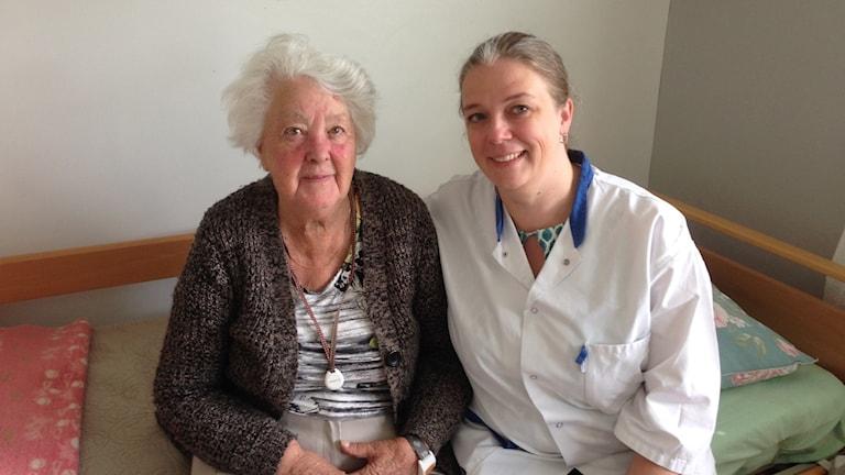 Patienten Margareta tillsammans med tandhygienist Åsa Muhr.