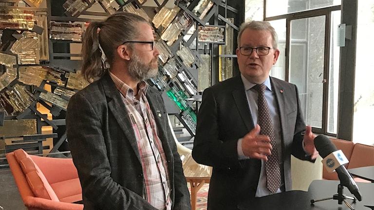 Magnus Edström och Anders Teljebäck under dagens presskonferens.