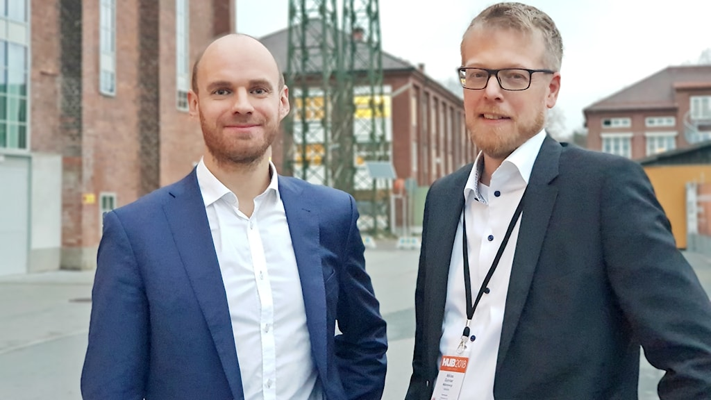 Anton Steen ansvarig för samhällskontakter på branschorganisationen Energiföretagen Sverige och Niklas Gunnar vd för Mälarenergi.