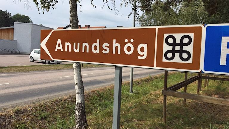 Skylt mot Anundshög
