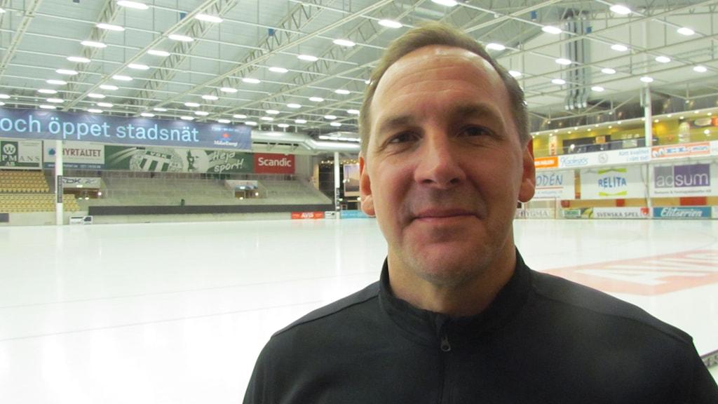 VSK Bandys tränare Michael Carlsson