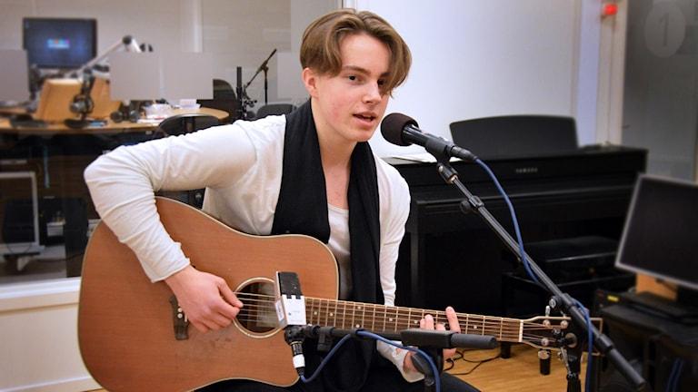Isac Sundstedt live på Radioscenen.