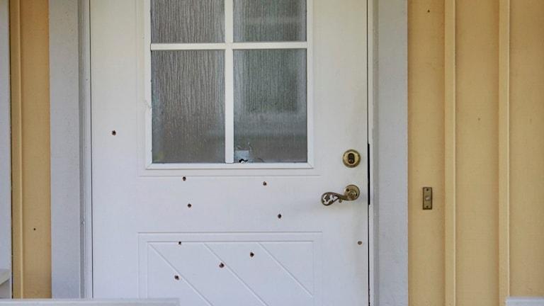 Dörren till polismannens villa.
