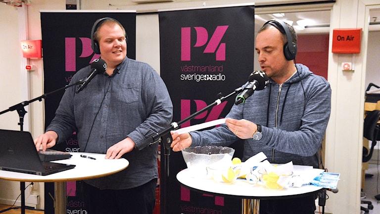 Mattias Rensmo och Johan Bengts höll i lottningen.