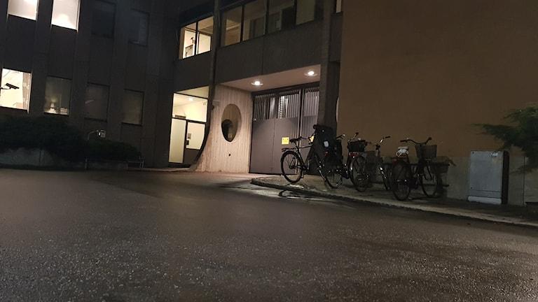 Baksidan på polishuset i Västerås.