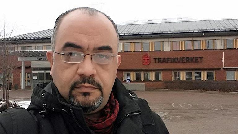 Ayad Awini utanför Trafikverket i Borlänge.
