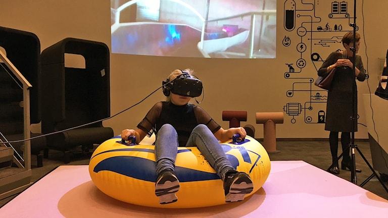 Ellice Jansson 10, testar att uppleva Västerås VR på Expect.