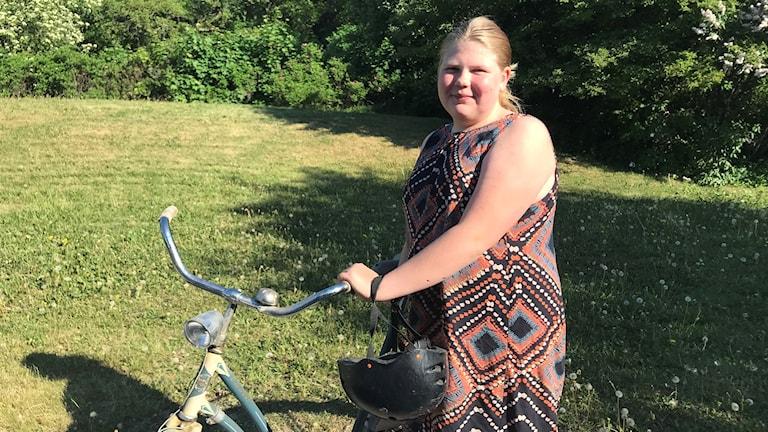 Hanna Schwitzky cyklar till och från skolan som ligger sex kilometer bort.