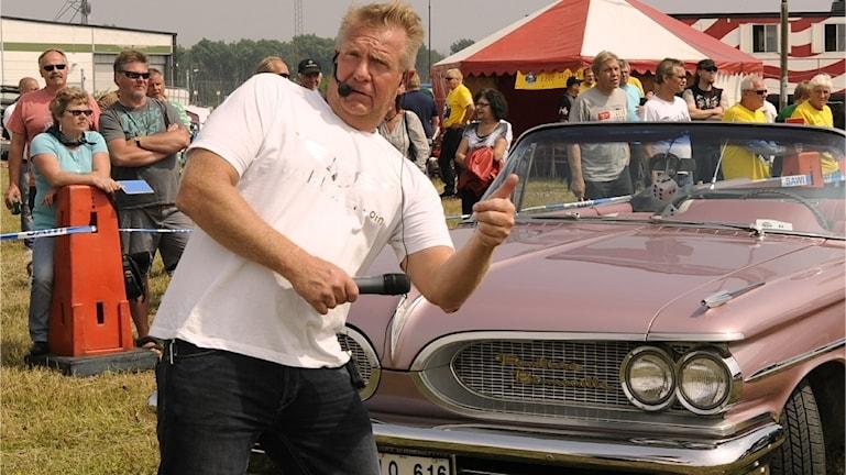 Lars-Åke Krantz med mikrofonen i högsta hugg.