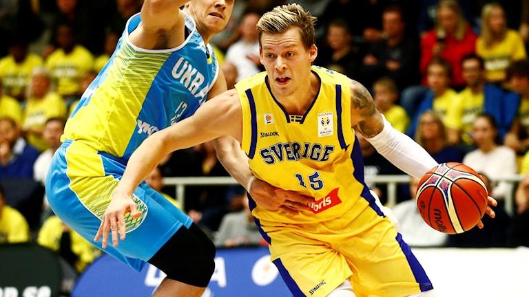 Viktor Gaddefors i landslagsmatch