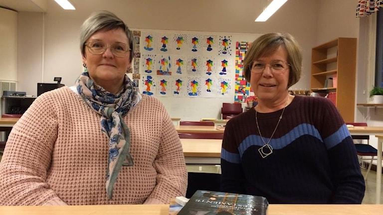 Gunilla Bergqvist och Karin Mann, båda svenska- och SO-lärare i årskurs fem på Björklingeskolan.