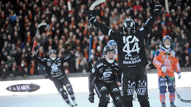 Bandy SM-final 2011. Sandvikens Daniel Zeke Eriksson jublar efter att ha gjort avgörande målet mot Bollnäs. Foto: Fredrik Sandberg/Scanpix