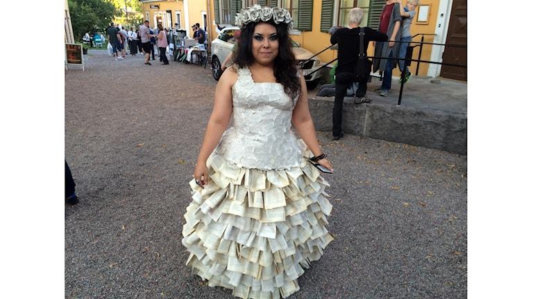 Tryckfrihetsgudinnan Adelaida Callero i en klänning av 4000 boksidor för att uppmärksamma tryckfrihetsförordningen som fyller 250 år!