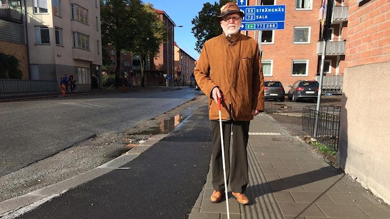 Lars Nord tar sig fram längs ledspåren i Uppsala