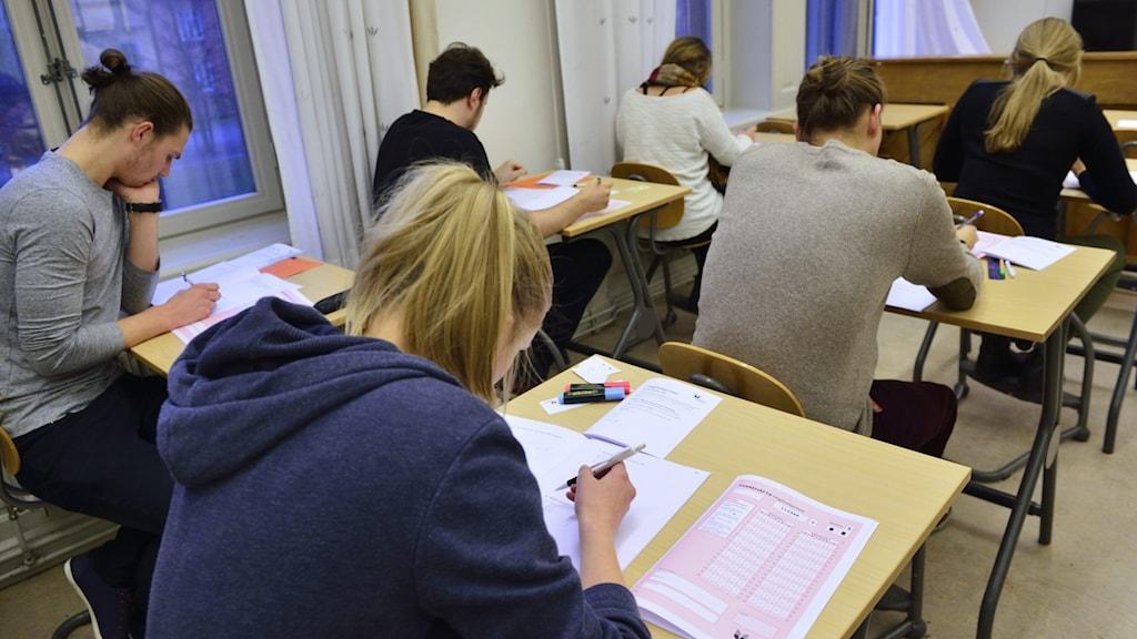 Studenter gör högskoleprov