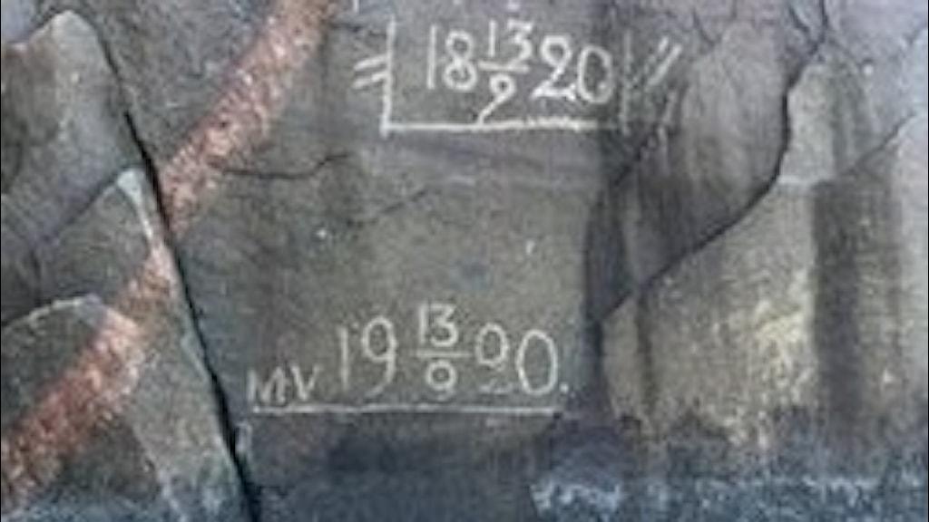 Granitsten med datum inristade