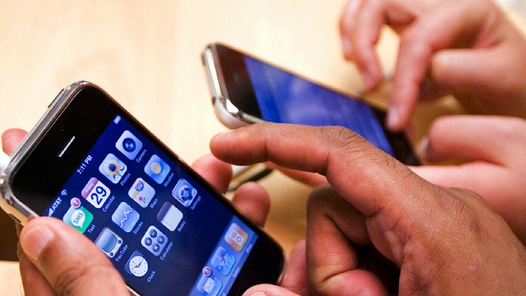 Mobiltelefoner med appar. Foto: Manuel Balace Ceneta / Scanpix