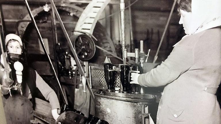 Flasktvättning på Bayerska bryggeriet, bild från Uppsala industriminnesföreningens museum