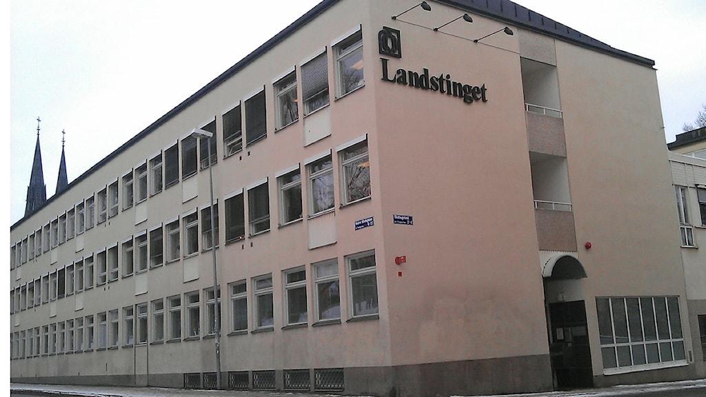 Landstingshuset i Uppsala (Landstinget i Uppsala län). Foto: August Bergkvist / SR