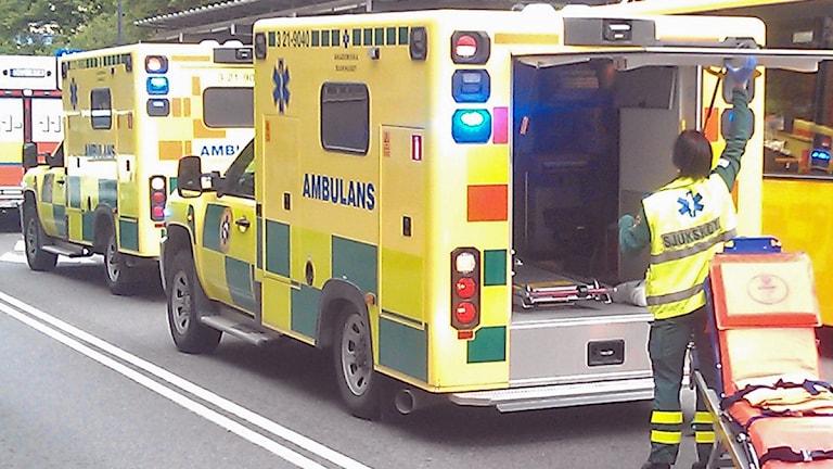 Ambulanser på uppdrag. Foto: August Bergkvist/SR