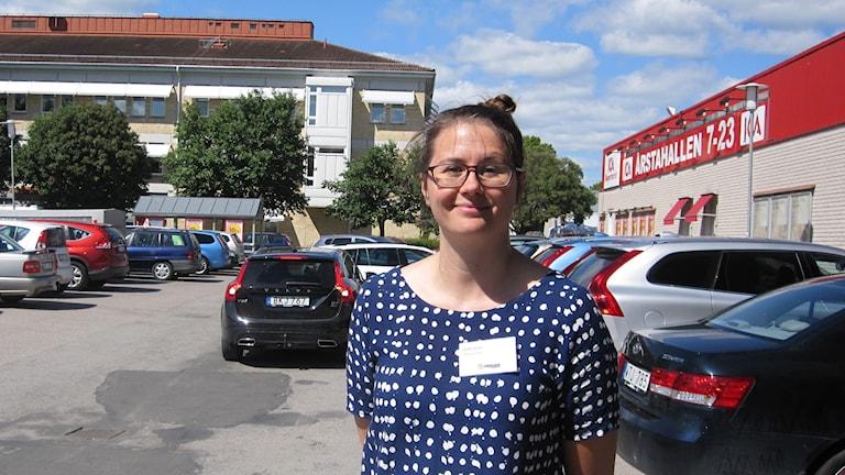 Här på parkeringen förslås ett 13-våningshus. Planarkitekt Sofie Rosell Güler.