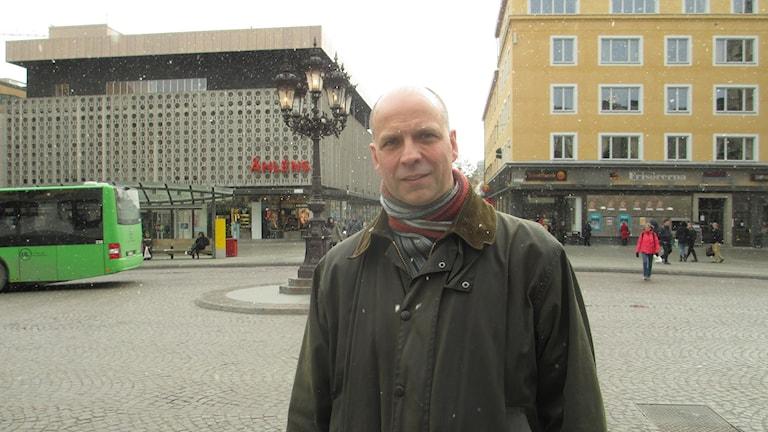Johan Örjes (C) på Stora Torget i Uppsala. Foto: Martin Hult / Sveriges Radio