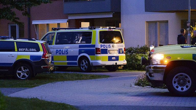 En person har hittats död i ett bostadsområde i centrala Uppsala. Polisen bekräftar att man misstänker att personen har mördats. Foto: Pontus Lundahl/TT.