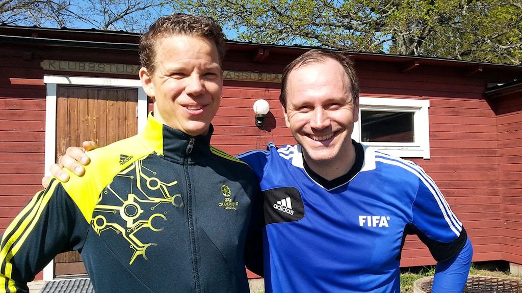 Daniel Wärnmark, Jonas Eriksson, fotbollsdomare. Foto: Perra Johansson/Sveriges Radio