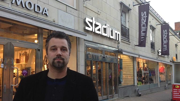 Fackförbundet Handels är kritiska till Stadiums beslut att ta bort heltidstjänsterna.