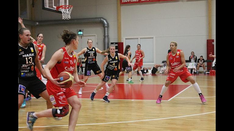 Malin Edlund stod för 20 poäng i matchen. Foto: Karima Edell/Sveriges Radio