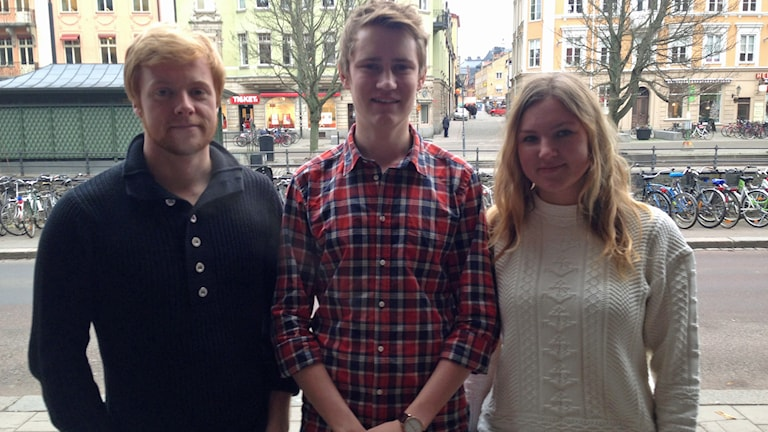 Elias Collin, Douglas Knutsson och Elin Henriksson. Foto: Max Pröckl/Sveriges Radio