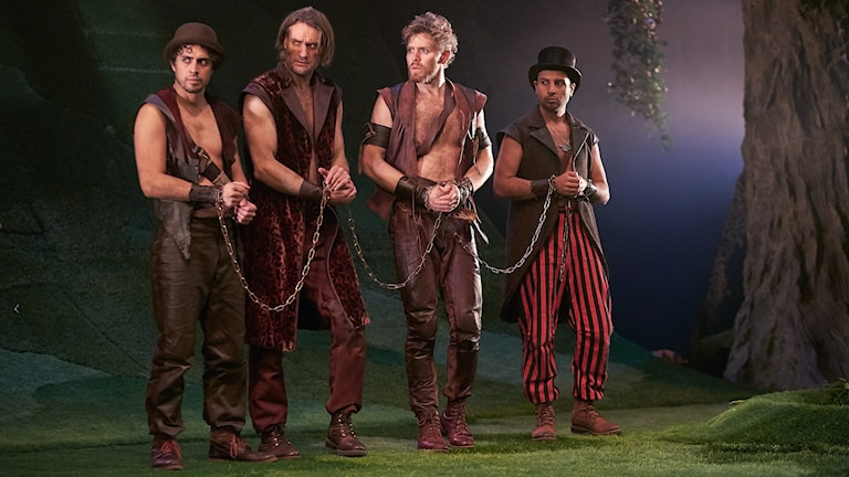 Francisco Sobrado, Yngve Dahlberg, Logi Tulinius och Alexis Akrovatakis i Robin Hoods hjärta. Foto: Micke Sandström