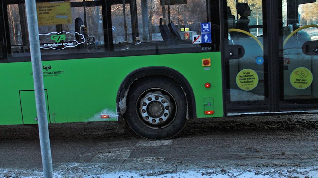 Buss vid farligt farthinder i Uppsala. Foto: Tomas Magnusson/Sveriges Radio