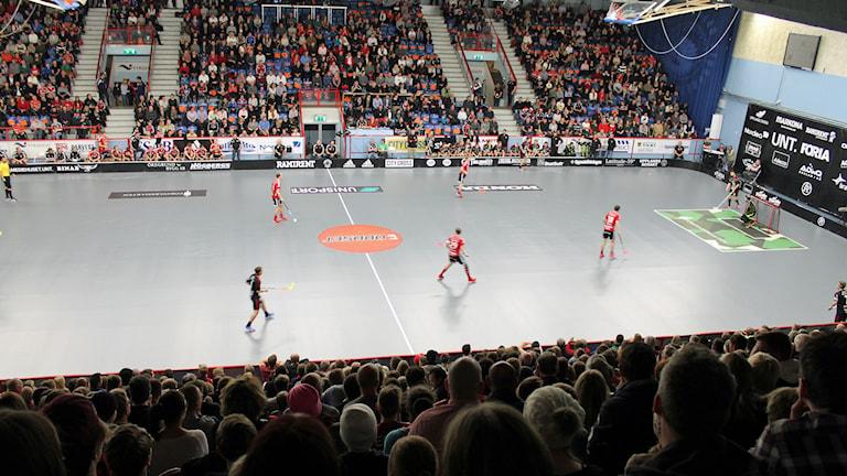 Storvreta innebandy spelar match i Fyrishov. Foto: Karima Edell/Sveriges Radio