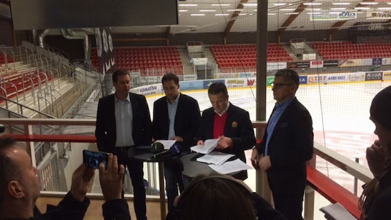 Almtunas presskonferens. Foto: Nils Lundin/Sveriges Radio