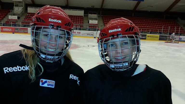 Johanna Malmström och Sabina Martinsson i Almtuna. Foto: Per-Henrik Johansson/Sveriges Radio