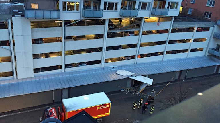 Väggen föll fyra våningar och krossade ett cykelförråd. Foto: Karl Eklund
