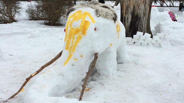 En mammut gjord av snö