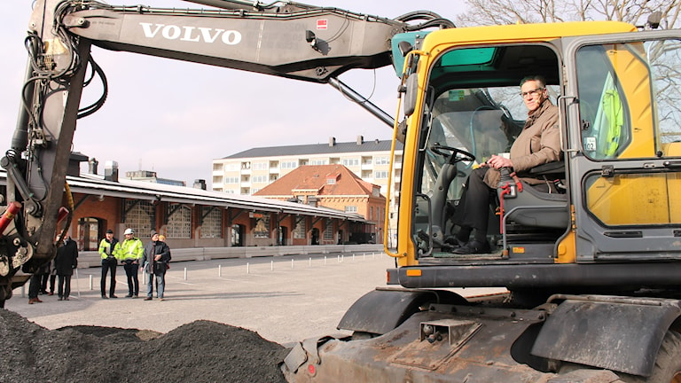 Börje Wennberg (S) bakom spakarna. Foto Tomas Magnusson/Sveriges Radio.