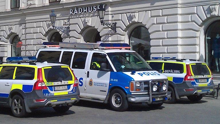 Polisbilar på uppdrag (arkivbild). Foto: August Bergkvist/Sveriges Radio