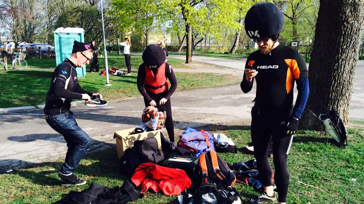 Christer, Mona och Nils förbereder sig. Foto: Kim Nelson/SR.